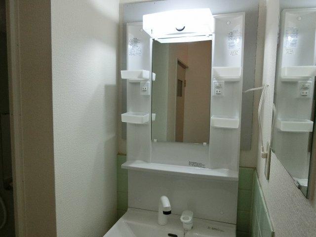 小松マンション(柏原市法善寺) 照明付き洗面台