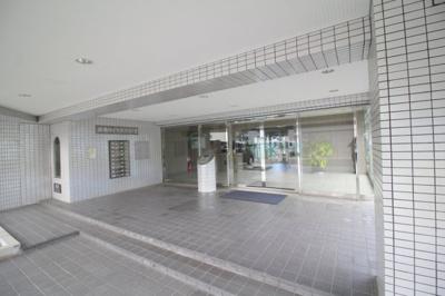 【エントランス】緑地ロイヤルハイツ2号館