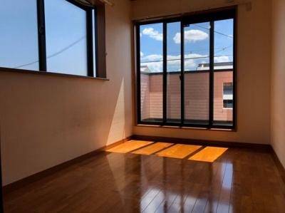 2階洋室♪2階のお部屋は全部バルコニーで繋がっています♪