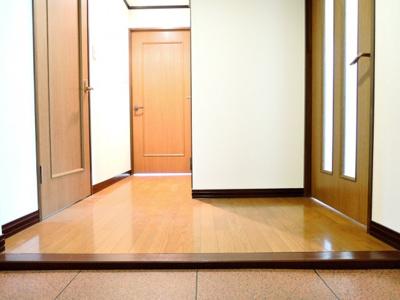 【玄関】ルピナス2番館