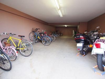 屋内にある駐輪場・バイク置場は、雨に濡れる心配もありません。