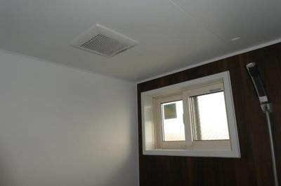 浴室窓・換気扇