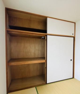 和室6帖のお部屋にある天袋付き押入れです!押入れは寝具など、かさ張りやすいものの収納にぴったり☆お部屋すっきり片付きます♪※参考写真※