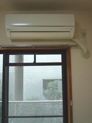 暑い夏や寒い冬に大活躍!和室6帖にあるエアコンです☆冷暖房完備で1年中快適に過ごせます♪※参考写真※