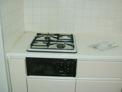 2口ガスコンロ/グリル付きシステムキッチンです♪グリルがあるとお料理の幅が広がりますね☆