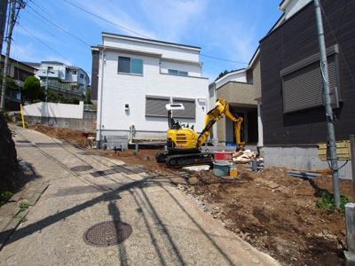 【前面道路含む現地写真】保土ヶ谷区岩崎町全3棟 新築戸建