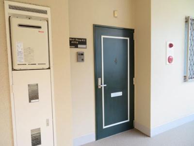 玄関前通路 同タイプの別のお部屋の写真です。