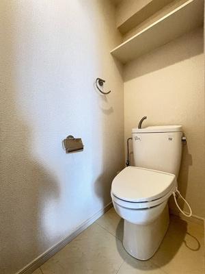 洋室8.2帖のお部屋にあるクローゼットです♪大切なお洋服もしわにならないようにハンガーがけができます☆