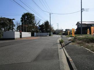 グランファミーロおゆみ野中央Ⅱ 新築一戸建て 鎌取駅 広々公道7m以上に隣接しているので開放感のある分譲地です♪ 車のすれ違いもラクラク通れます♪