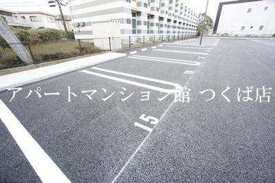 【駐車場】フローラ・ウィル A