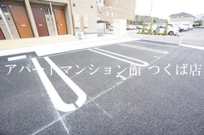 【駐車場】フローラ・ウィル B