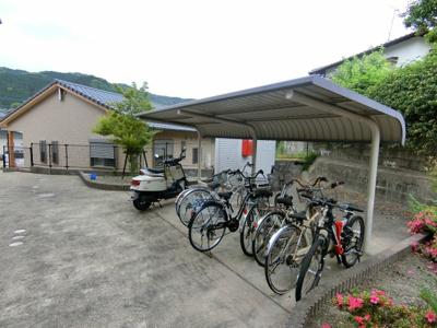 駐輪場もきれいに整備されています。