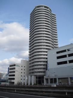 隣には阪急オアシスとエディオンがあります