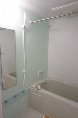 ゆったり過ごせるお風呂、追い焚きや浴室換気乾燥機付き