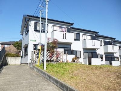 小田急多摩線「黒川」駅より徒歩7分のテラスハウスです♪通勤・通学はもちろん、コンビニも近くにあるのでお買い物にも便利です☆