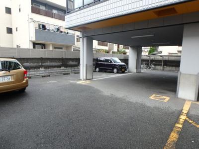 【駐車場】パレイースト小阪