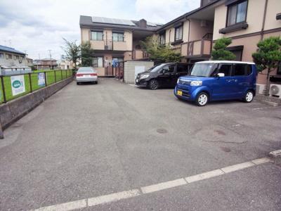 【駐車場】メゾンラフォーレ