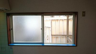 ダイニングの窓を撮影
