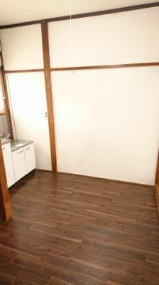 キッチン台前のスペースを撮影