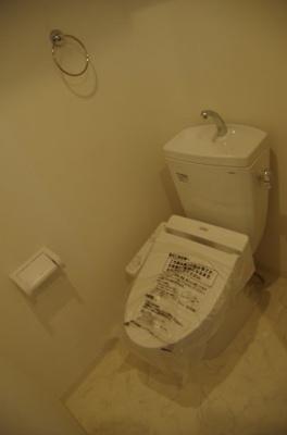 トイレはもちろんウォッシュレット付きです!!