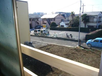 洋室西側の隣地は今は空き地ですが、すぐに建物が建つでしょう!