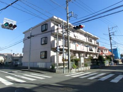 小田急線「登戸」駅より徒歩9分!「向ヶ丘遊園」駅も徒歩11分!鉄筋コンクリートの3階建てマンションです♪