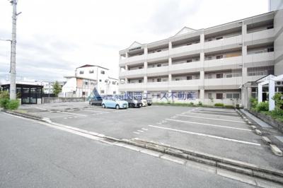 【駐車場】ロイヤルヴィラ・壱番館