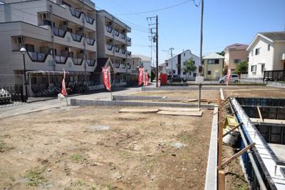 藤沢本町駅から徒歩13分☆駅まで平坦道のりの全5区画の分譲地です☆東道路で西側も隣地の駐車場になっているため、陽当たりや風の通りも良好です☆