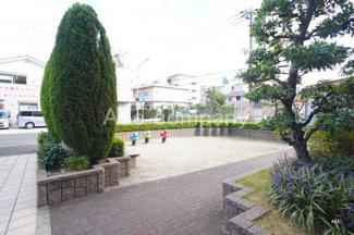 マンション敷地内に広場(遊び場)あります。