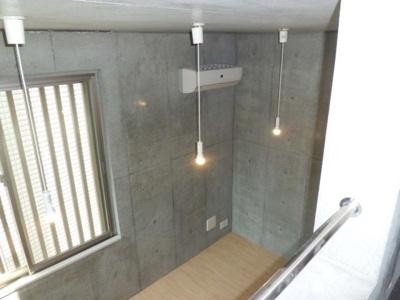 ロフトからの景観です!天井が高く開放感のある洋室6帖のお部屋です☆※参考写真※