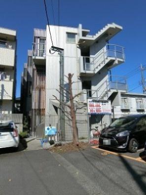 小田急線「向ヶ丘遊園」駅より徒歩6分♪2沿線利用可能な「登戸」駅からも徒歩8分♪3階建てのデザイナーズマンションです☆