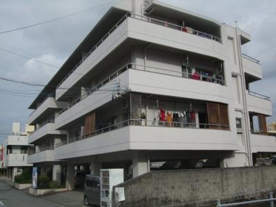 浦添ショッピングセンター、泉小公園近く   最上階の4階角部屋 ベランダ南向き 2面ベランダ