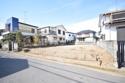 土地面積は約33坪で整形地。前面は南道路6m。茅ヶ崎駅まで徒歩17分。元TBS分譲地内で、通勤通学路は人通りの多いところを通れるので安心です☆