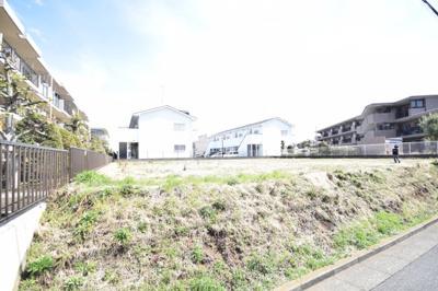 石川小学校まで約500m。滝の沢中学校まで約170mと、この学区を希望されている方は必見です。区画整理地なので街並みも良く、すっきりとした環境です☆