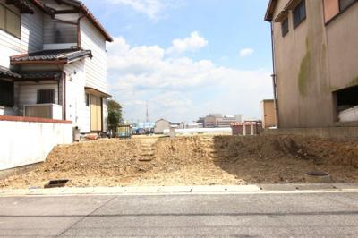 京阪本線『淀駅』より京阪バス乗車約10分『生津停』より徒歩1分。複合映画館がある《イオンモール久御山》が車で約7分にあります。《更地になりました》