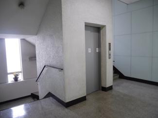 エレベーター及び階段