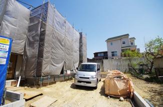 2号棟 現地(2018年04月)撮影 駐車スペースは2台分。閑静な住宅街です。