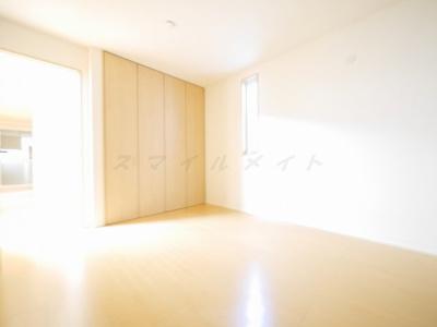 6.3帖n寝室です。広々クローゼット付きです。