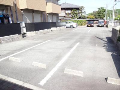 【メイユール】敷地内駐車場