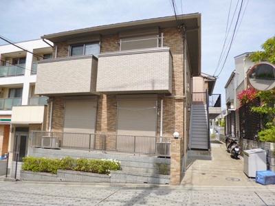 小田急小田原線「新百合ヶ丘」駅より徒歩5分の好立地!駅近なので通勤・通学にも便利♪2階建てのアパートです♪