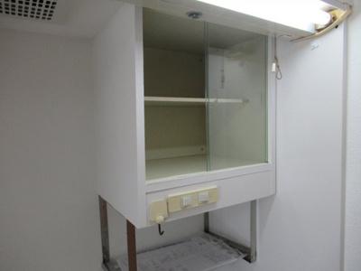 キッチン上の収納棚です