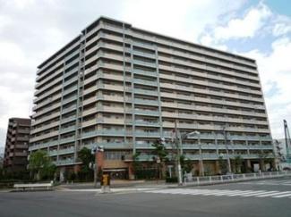 りんかい線東雲駅徒歩2分の好立地。平成15年築、総戸数167戸。