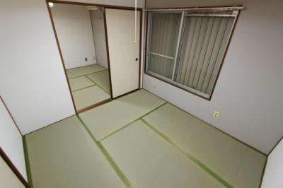 柔らかい畳が心地よい和室
