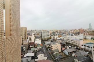 バルコニーからの眺望です☆高層階につき眺望良好、あべのハルカスも見えます♪バルコニーにスロップシンク付いています☆