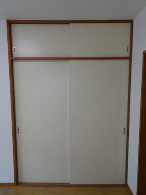 大竹ビル 洋室にある約1間分の収納スペース
