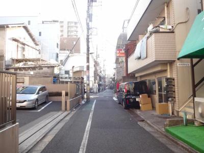 大竹ビル 建物前 尾竹橋通り沿いから1本中に入った場所にあり、静かな環境です!
