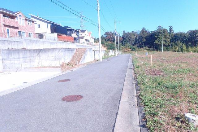 【前面道路含む現地写真】創造の丘ナシオン東山台 第3期 3-3号地