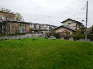 市原市瀬又 土地 JR誉田駅 前面道路より少し高台に位置していますので、近隣の住宅と離れ、 プライバシーが守れる家づくりになります。