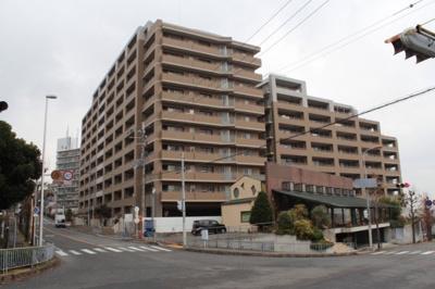 地上11階建てマンションの2階部分なので高い所が苦手な方でも大丈夫です♪