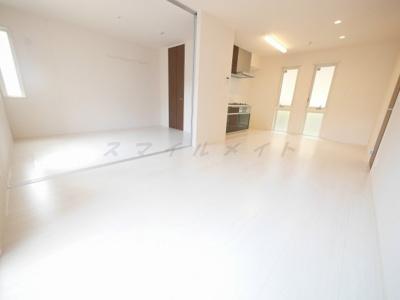 白を基調とした上品な開放感のある空間です。